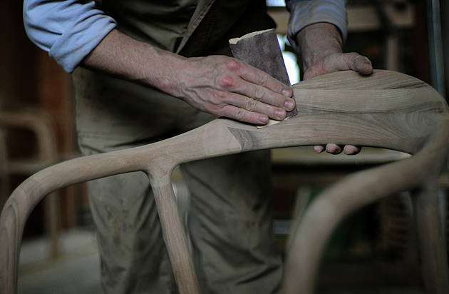 Final treatment of the Neva chair surface in Artisan.